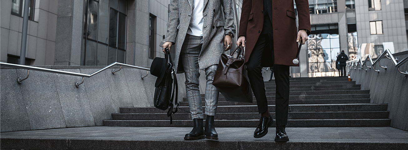 Männer und Taschen